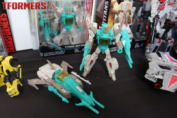 SDCC 2016 - Titans Return Deluxe Walgreens Exclusive Brainstorm Slated To Hit Around November