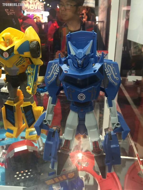 SDCC 2017 - Transformers Robots in Disguise and Rescue Bots Hasbro Display Video