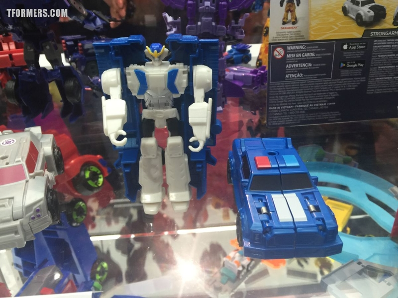 sdcc 2017 robots in disguise and rescue bots display preview night gallery from the hasbro booth/32103
