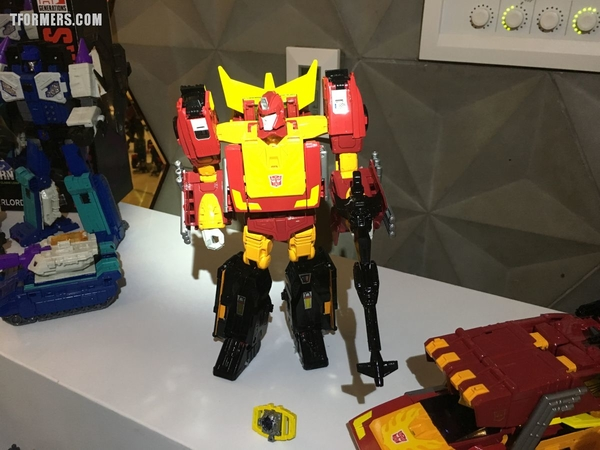 SDCC 2017 - Power Of The Primes Photos From The Hasbro Breakfast! Rodimus Prime, Darkwing & Dreadwind, Jazz, More!