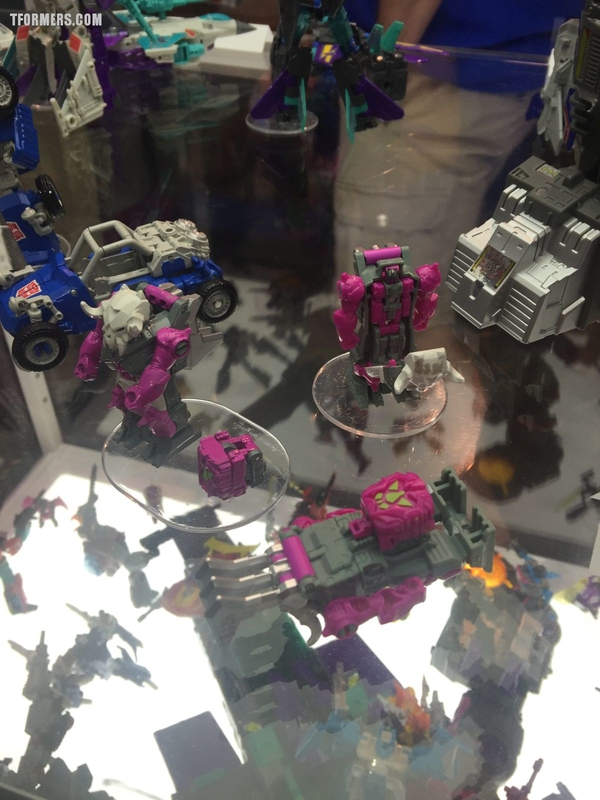 Sdcc 2017 Day 2 Transformers Hasbro Booth Images Hot Rodimus Starscream Dreadwing Prime Masters More/32120