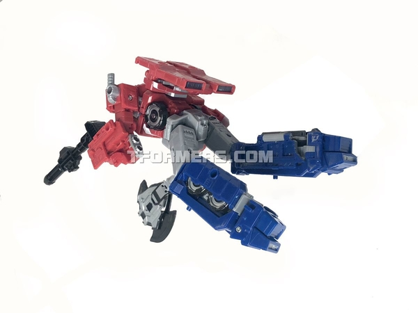 SIEGE Optimus Prime Voyagers Class