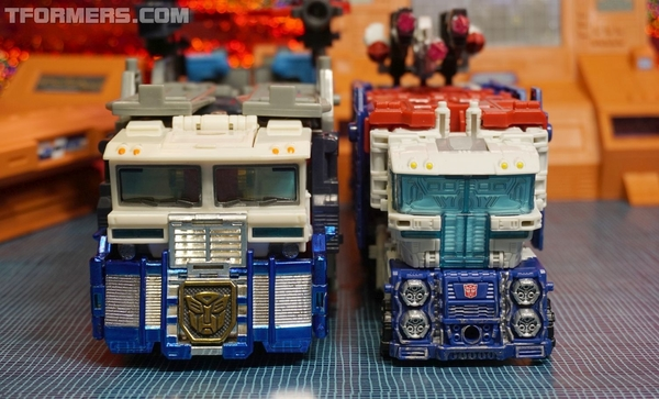 REVIEW: Siege Ultra Magnus Leader Class War For Cybertron Transformer